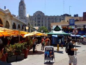 Mercado del Puerto em Montevidéu: comércios