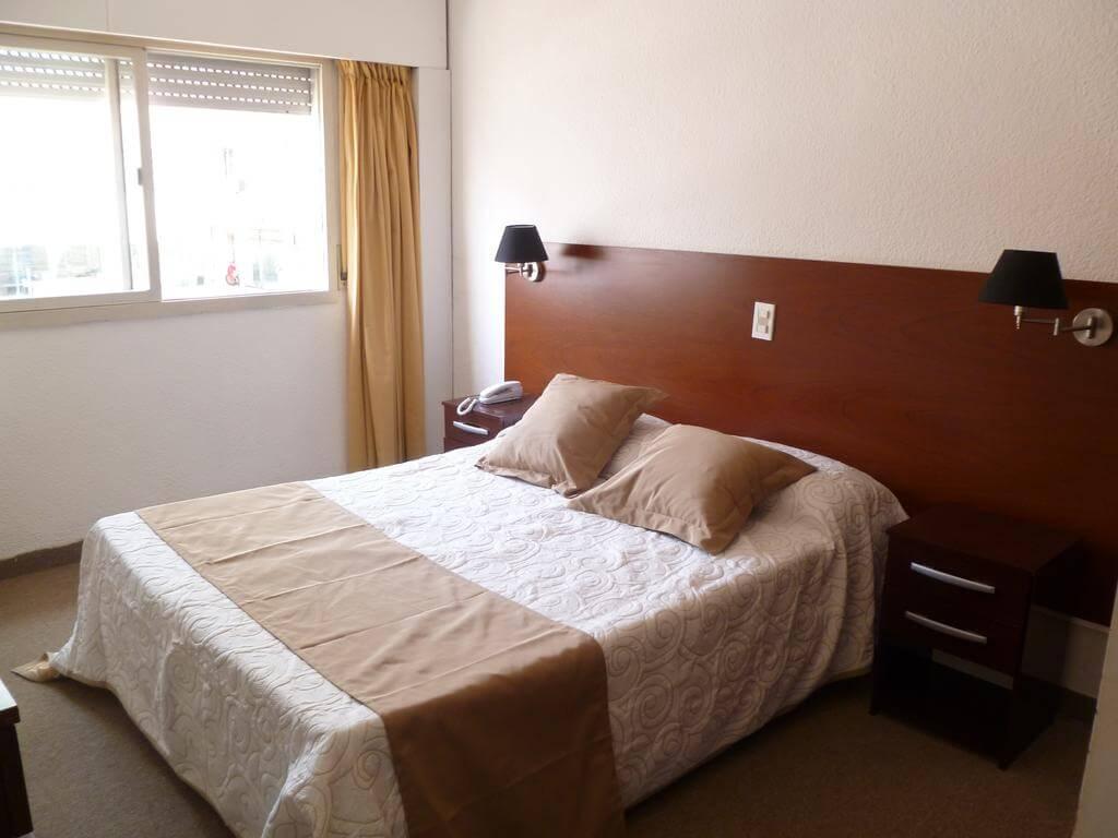Hotéis bons e baratos em Punta del Este: Shelton Hotel - quarto