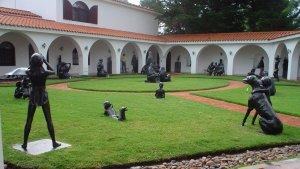 Museo Ralli em Punta del Este: pátio com esculturas