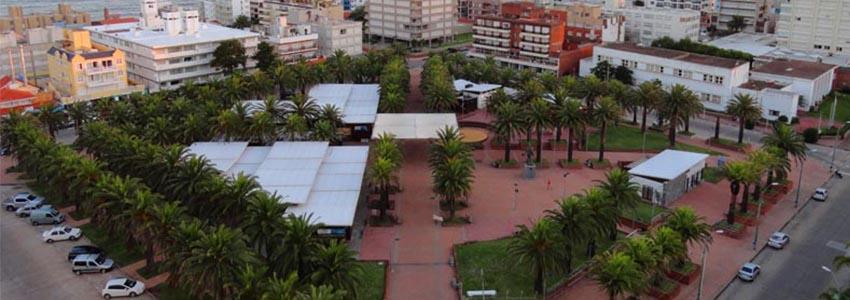 Feira da Plaza Artigas em Punta del Este: praça