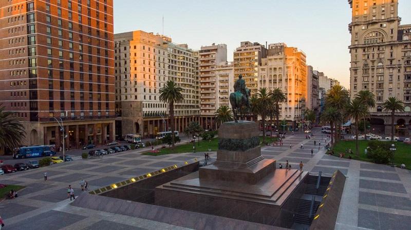 Plaza Independencia e Palácio Salvo