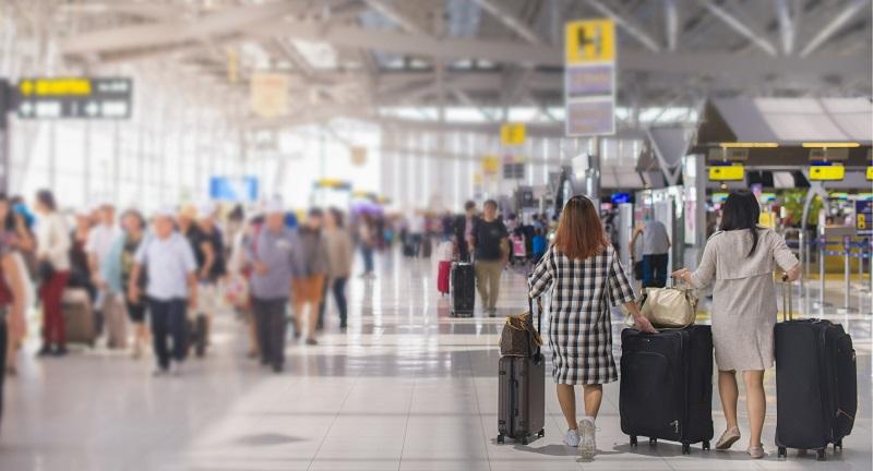 Turistas em aeroporto