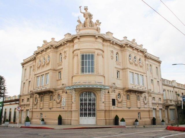 Teatro Young no Uruguai