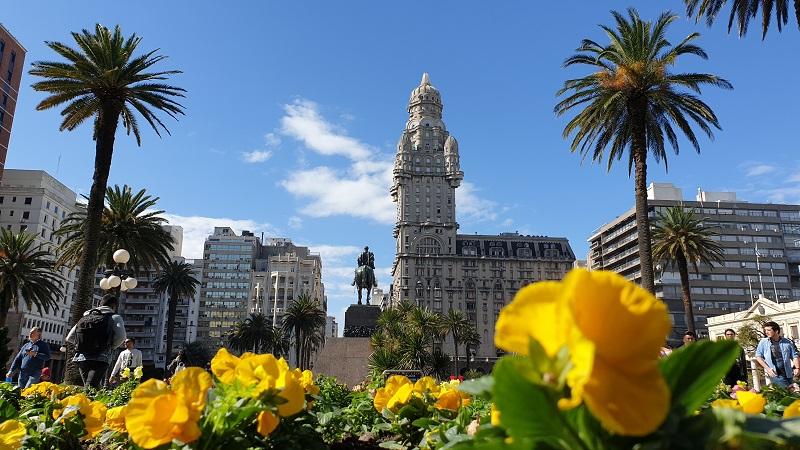 Plaza Independencia e Palacio Salvo em Montevidéu