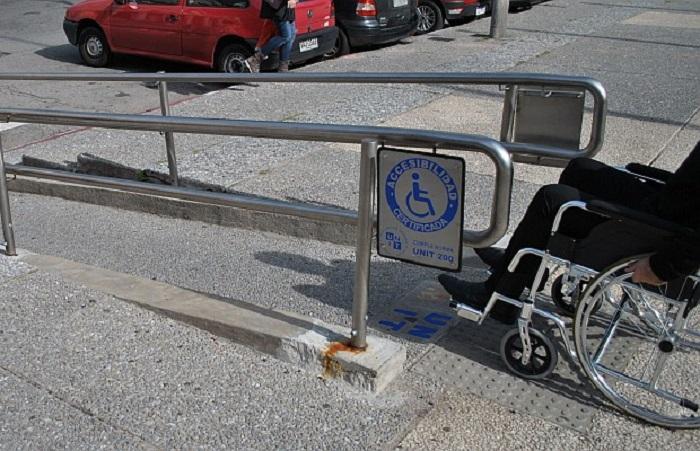 Ruas para deficientes físicos no Uruguai
