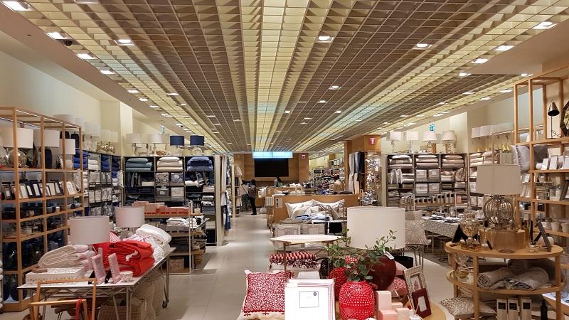 Comprar bolsas no Montevideo Shopping: Zara