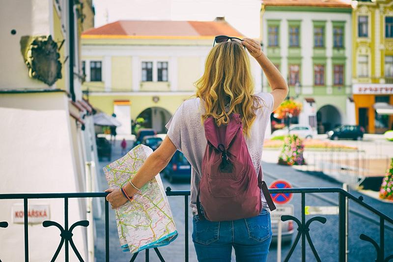 Menina viajando sozinha por Montevidéu